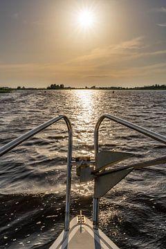 Bootreling op het meer met stervormige zon in het midden van Dafne Vos