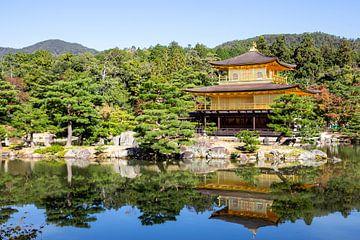 Het gouden paviljoen, Kinkaku-Ji , in Kyoto van Mickéle Godderis