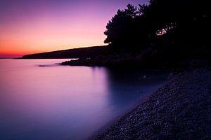 Rust aan zee na zonsondergang