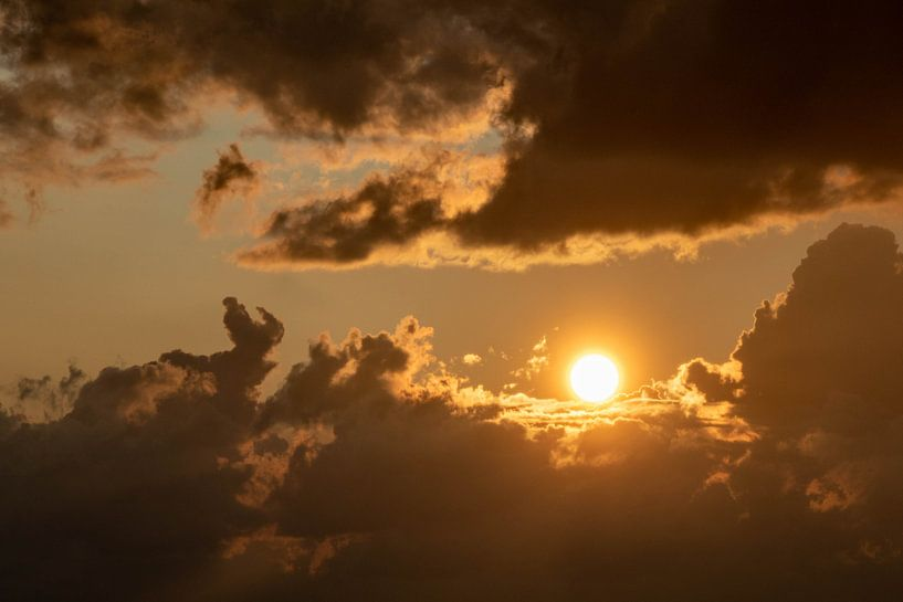 Gouden zonsondergang. van Anjo ten Kate