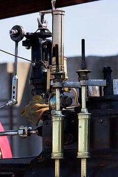 Verschiedene Teile einer Dampfmaschine in Nahaufnahme. 2 von Christophe Fruyt