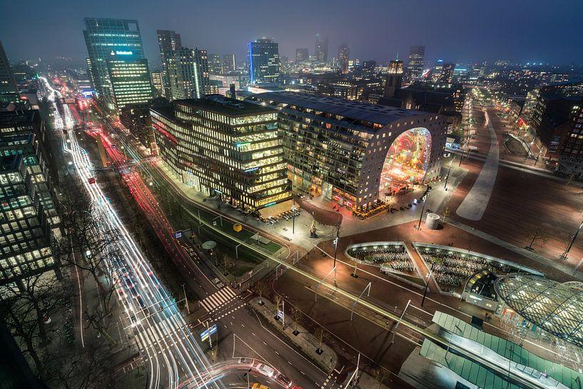 Rotterdam met de Markthal in de avond van Martijn Kort