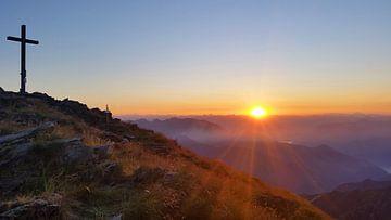 Sonnenaufgang am Gipfel von Monte Zeda von Martina Dormann