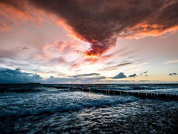 Sonnenuntergang am Meer - Abendglühen von Max Steinwald