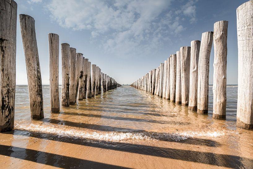 Golfbrekers op het strand van Domburg V van Martijn van der Nat
