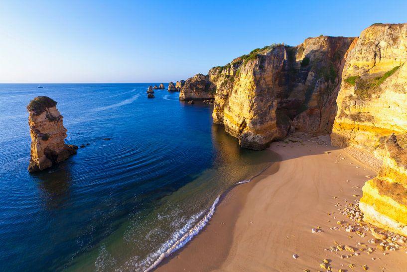 Zandstrand in Lagos bij de Algarve van Werner Dieterich