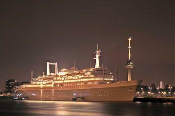 SS Rotterdam by night van Jan Sluijter