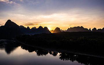 Yangshuo Sonnenuntergang von Stijn Cleynhens