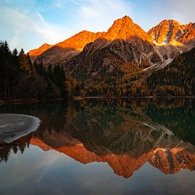 Alpenglow - Antholzersee - Trentino-Alto Adige - Italië van Felina Photography
