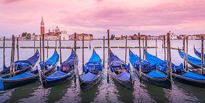 Gondels in Venetië van