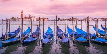 Gondels in Venetië van Jarno Boks