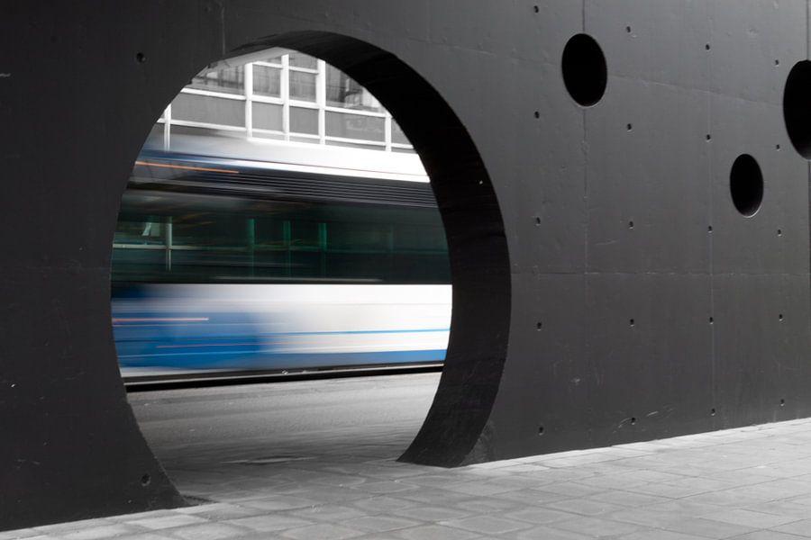 Stadsbus onderweg naar station