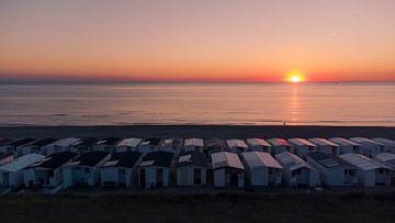 Coucher de soleil sur la plage I Maisons de plage sur la mer du Nord I Zandvoort, Noord-Holland I Ph sur Floris Trapman