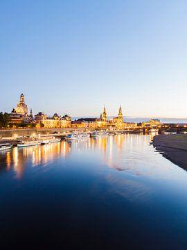 Dresden mit der Frauenkirche am Abend von Werner Dieterich