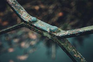 Détail d'une vieille balustrade métallique rouillée