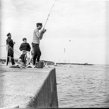 Vissen in Saint-Tropez, 1965, zwart wit van Ruurd Dankloff
