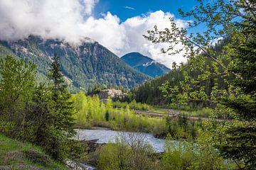 Landschap met spoorlijn, Brits Columbia, Canada van Rietje Bulthuis