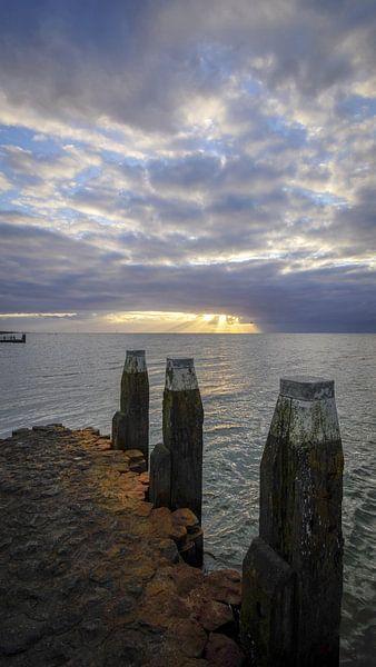 Zicht op het IJsselmeer van Dirk van Egmond
