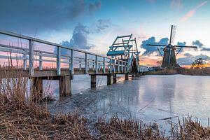 Zonsondergang molens Kinderdijk in de winter van