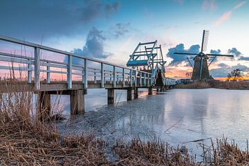 Sonnenuntergang Windmühlen Kinderdijk im Winter von Mark den Boer