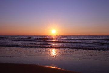 Zonsondergang op het strand van Egmond van LHJB Photography