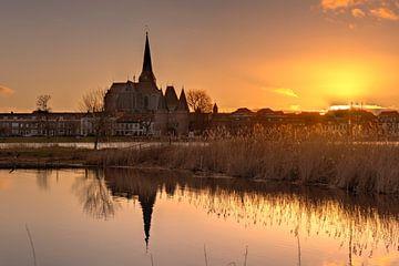 Bovenkerk en Koornmarktspoort Kampen tijdens zonsondergang