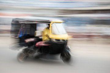 Tuktuk rijdt door de straten van Puri | India van Photolovers reisfotografie