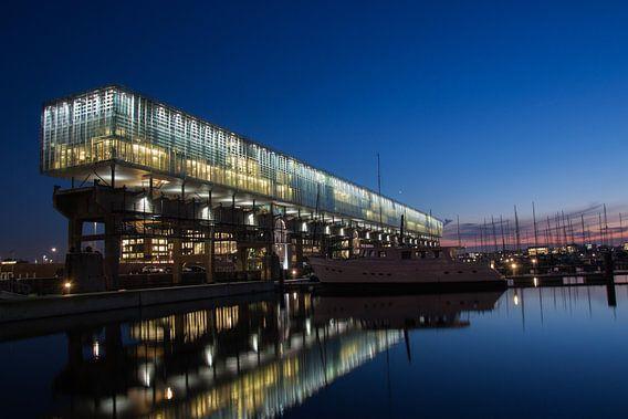 Kraanspoor Amsterdam NDSM by Night van Richard Perez