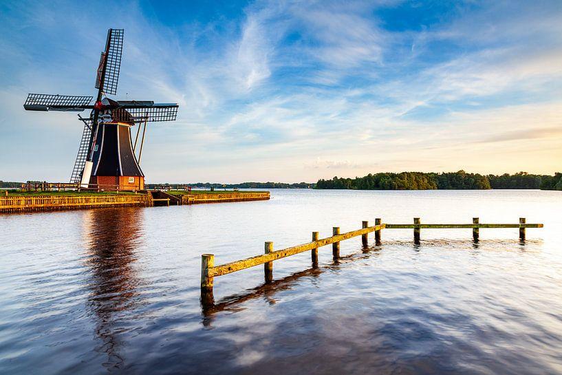Mill The Helper sur les rives du Paterswoldsemeer sur Evert Jan Luchies