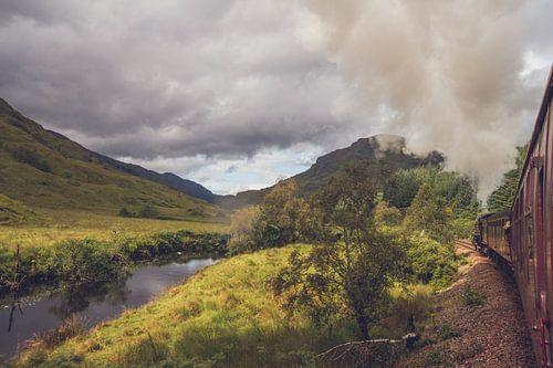 Prachtig uitzicht vanuit de trein in Schotland