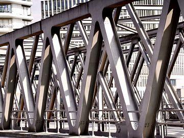 Stalen brug in HafenCity Hamburg van Klik! Images