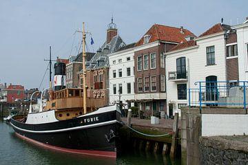 Maassluis-Stadhuiskade met de Furie van Hans Blommestijn
