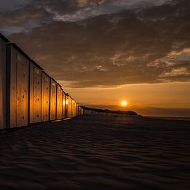 Strandhäuser bei Sonnenuntergang von Bart van Dam