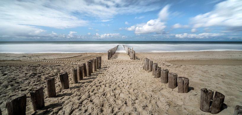 Het strand van Domburg. van Pieter van Roijen