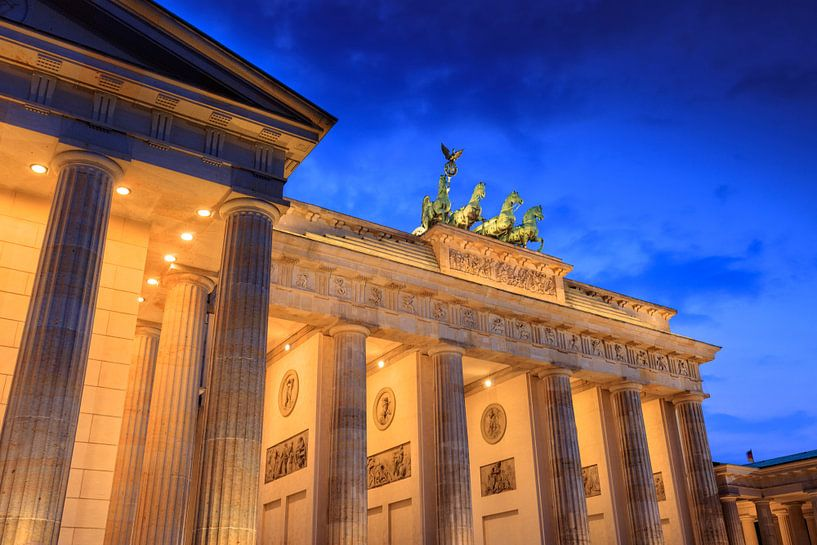 Brandenburger Tor bij schemering van gaps photography