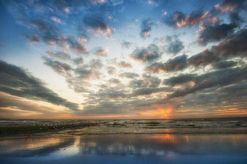 Zonsondergang, strand Noordzee van Keesnan Dogger Fotografie