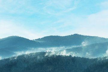 Ochtend Nevel Boom Bergen Wolken Natuur Landschap van Andreea Eva Herczegh
