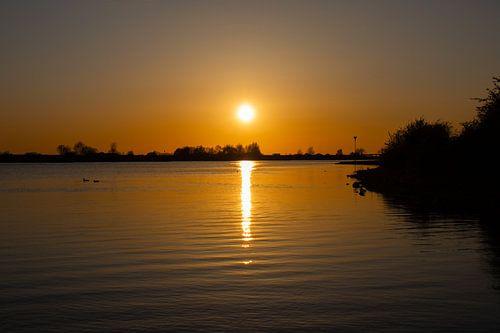 Zonsondergang bij de Rijn