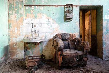 Alter und verlassener Stuhl. von Roman Robroek