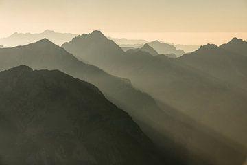 Lange Schatten in den Alpen von Denis Feiner