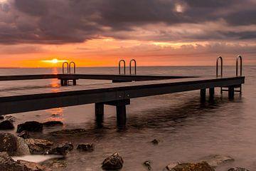 Sonnenaufgangs-Anlegestelle Grevelingenmeer Ouddorp von Marjolein van Middelkoop