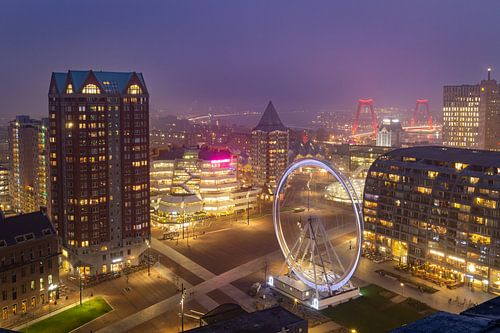 Een mistige zonsondergang in Rotterdam