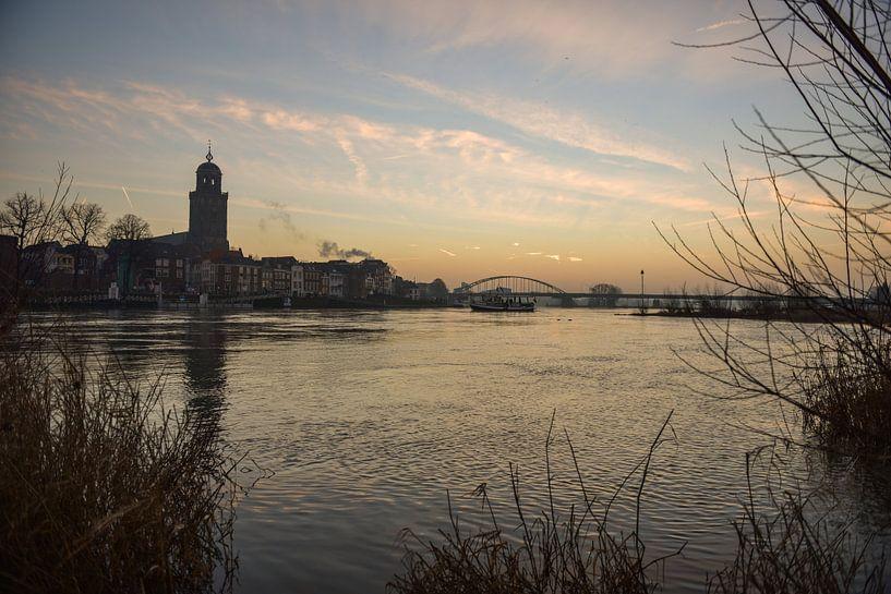 Zonsopkomst Deventer Skyline von Arjan Penning