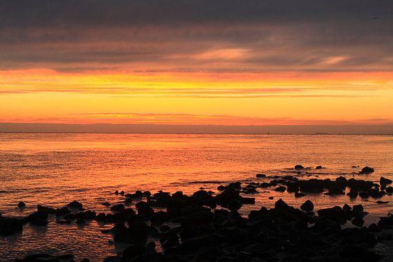 Ameland/Wad bij zonsondergang van Rinnie Wijnstra