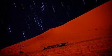 vallende sterren in sahara van Stefan Havadi-Nagy