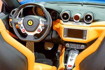 Tableau de bord d'une voiture de sport Ferrari California T convertible sur Sjoerd van der Wal