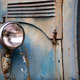 Detail eines Oldtimer-Mercedes-Benz-Lastwagens. von Paul Wendels
