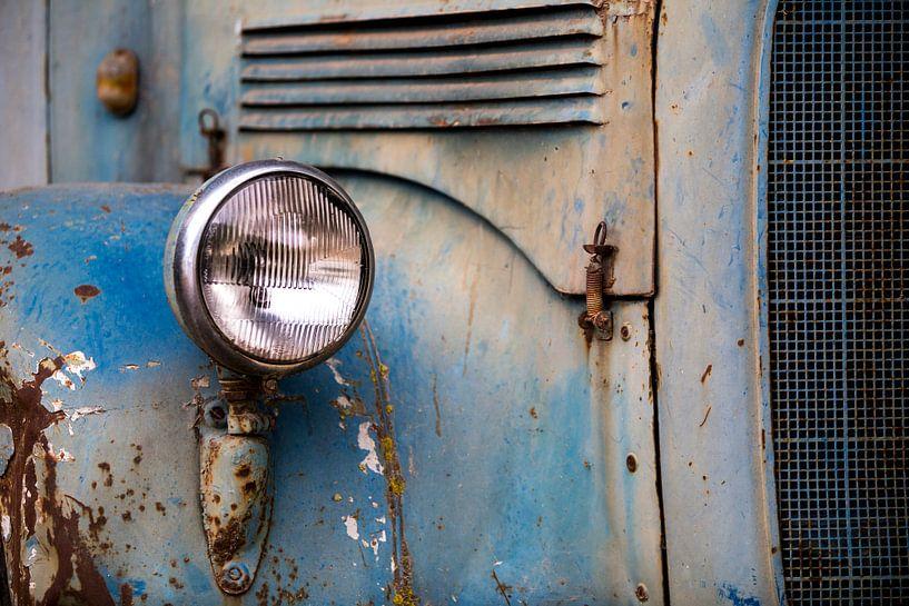 Detail van een oldtimer Mercedes Benz truck. van Paul Wendels