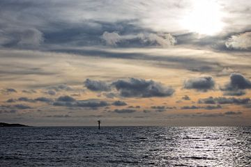 De Noordzee bij zonsondergang van
