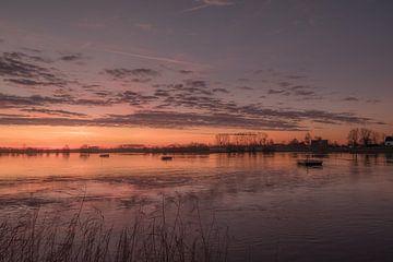 Mooie zonsopgang bij veerpont van Moetwil en van Dijk - Fotografie